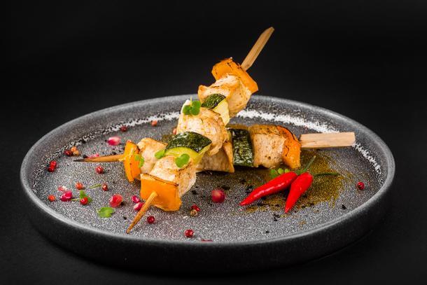 Мини-шашлычок из цыпленка с овощами