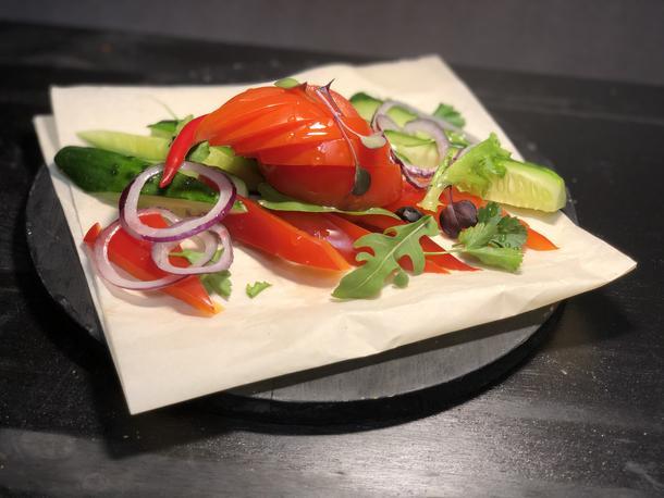 Овощи с грядки /томаты, огурцы, перец болгарский, зелень/